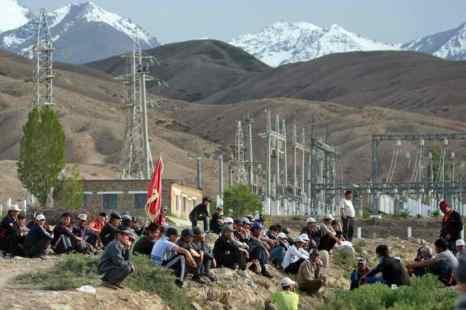 В Киргизии, в Джети-Огузском районе Иссык-Кульской области,  введено чрезвычайное положение  в связи с массовыми беспорядками. Фото: AFP/Getty Images