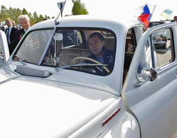 Автопробег «Побед» стартовал в Мурманске.  Фото: VLADIMR RODIONOV/AFP/Getty Images