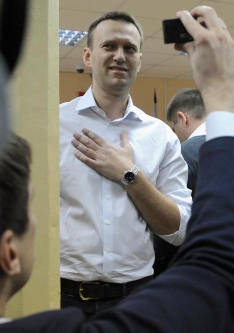 Алексей Навальный явился в суд в родном городе Кирове 17 апреля 2013 года. Фото: ANDREY SMIRNOV/AFP/Getty Images