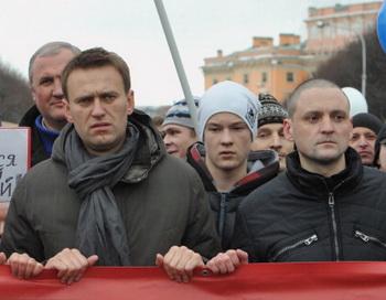 Алексей Навальный (слева) и Сергей Удальцов (справа). Фото: OLGA MALTSEVA/AFP/Getty Images