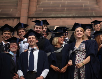 Выпускники английского университета. Фото: Christopher Furlong / Getty Images