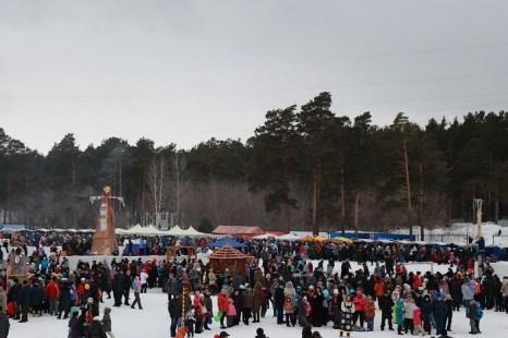 Масленица в Новосибирске. Масленица на Первой городской лыжне. Фото: Сергей Кузьмин/Великая Эпоха (The Epoch Times)