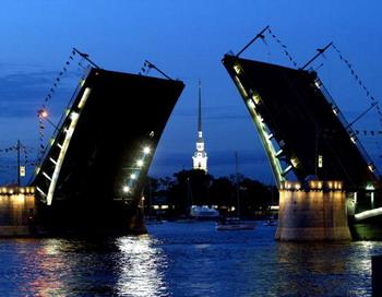 В Санкт-Петербурге сегодня ночью разведут три моста. Фото: MLADEN ANTONOV/AFP/Getty Images