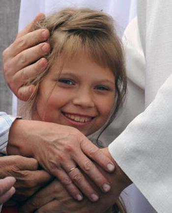 В России отметили Международный день детского телефона доверия. Фото: ALEXANDER NEMENOV/AFP/Getty Images