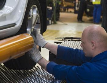 Производство автомобилей Ford. Фото РИА Новости