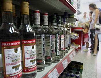 Алкогольная продукция в магазине Москвы. Фото: ANDREY SMIRNOV/AFP/Getty Images