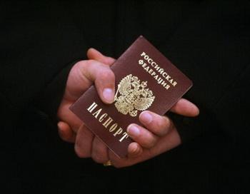 Российский паспорт. Фото: SERGEI SUPINSKY/AFP/Getty Images