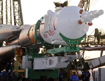 На Байконуре установлена ракета-носитель «Союз-ФГ». Фото: KIRILL KUDRYAVTSEV/AFP/Getty Image