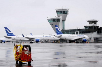 Финский аэродром Хельсинки-Вантаа. Фото: ANTTI AIMO-KOIVISTO/AFP/Getty Images