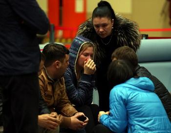 Родственники погибших. Фото: ROMAN KRUCHININ/AFP/Getty Images