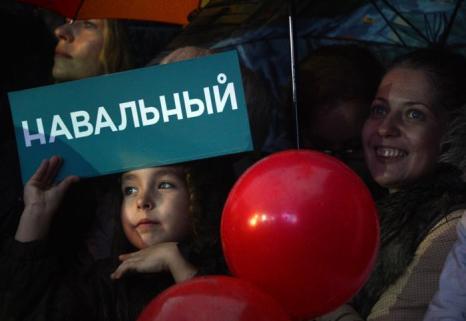 Оппозиционер Алексей Навальный, кандидат на пост мэра Москвы, провёл последний митинг с концертом в преддверии выборов 6 сентября 2013 года, перед днём тишины. Фото: VASILY MAXIMOV/AFP/Getty Images