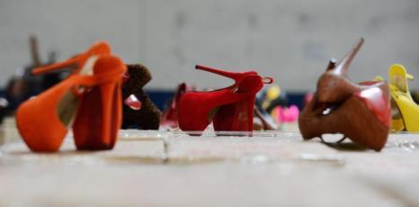 Поддельная фирменная обувь Louboutin из Китая на таможне в Калифорнии. Фоторепортаж. Фото: Kevork Djansezian/Getty Images