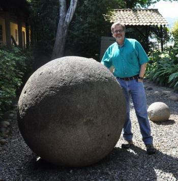 Джон Хупес из университета Канзаса, профессор антропологии и директор глобальной программы исследований каменных сфер. Фото предоставлено Джоном Хупесом.