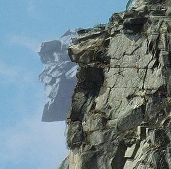 Старик-гора: «Каменный портрет» в горах Нью-Гампшира обвалился в 2003 году, однако это изображение показывает, как выглядел  этот величественный профиль. Фото theepochtimes.com