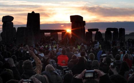 Солнце восходит все выше и выше... Фоторепортаж. Фото: Matt Cardy/Getty Images