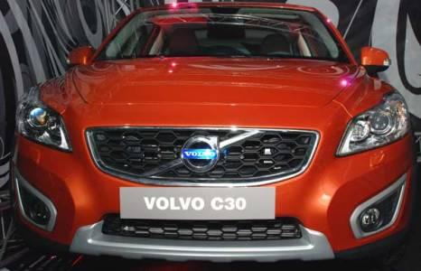 Новый автомобиль Volvo C30 излучает престиж, и, в то же время, демонстрирует чистоту современного шведского дизайна. Фото: Юлия Цигун/Великая Эпоха/The Epoch Times