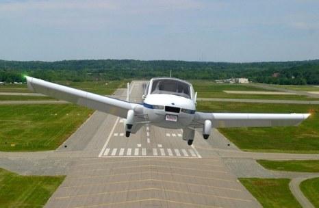 Летающий автомобиль компании Terrafugia получил разрешение ездить по общественным дорогам Америки. Фото: terrafugia.com
