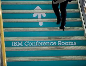 IBM повысила в апреле доход своего руководства за 2011год. Фото: Johannes Eisele/AFP/Getty Images