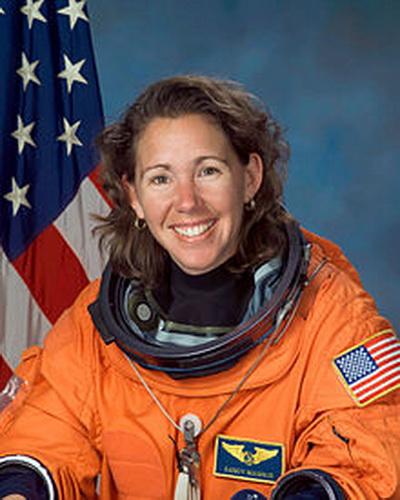 Фоторепортаж. Специалист по полетам и астронавт НАСА Сандра Магнус. Фото взято из Wikipedia