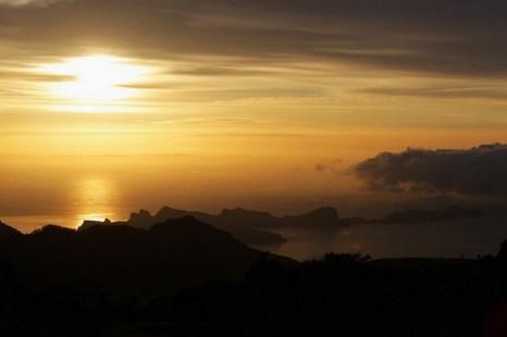 Солнце восходит над полуостровом Понта де Сао Лоуренсо в Атлантическом океане 11 мая 2012 г. на Мадейре в Португалии. Возможно, что Атлантида находилась рядом с южной Испанией. Фото: Dean Mouhtaropoulos/Getty Images