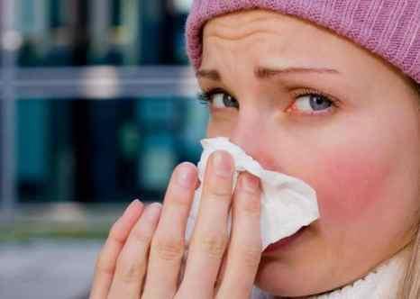Использование солевого раствора для полоскания носа помогает устранить бактерии. Фото: oneblink-cj/photos.com