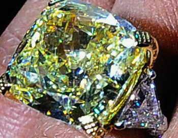 Кольцо с бриллиантами. Фото: Kevork Djansezian/Getty Images