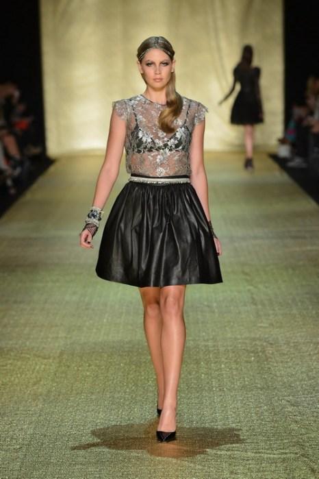 Платье из коллекции Джоанны Джонстон на  Mercedes-Benz Fashion Week весна-лето 2012/13 в Австралии. Фоторепортаж. Фото: Stefan Gosatti/Getty Images