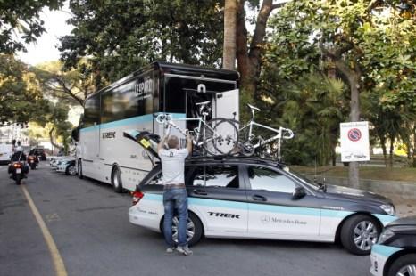 Фоторепортаж.  Воутер Вейландт, участник велогонки «Джиро дИталия» погиб на третьем этапе соревнований. Фото:  LUCA BETTINI/AFP/Getty Images