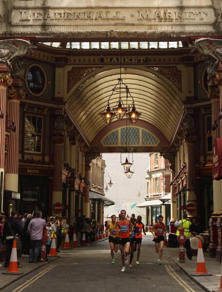Бег по достопримечательным местам Лондона. Фоторепортаж с  Bupa London 10000. Фото: Ian Walton /Bryn Lennon/Getty Images