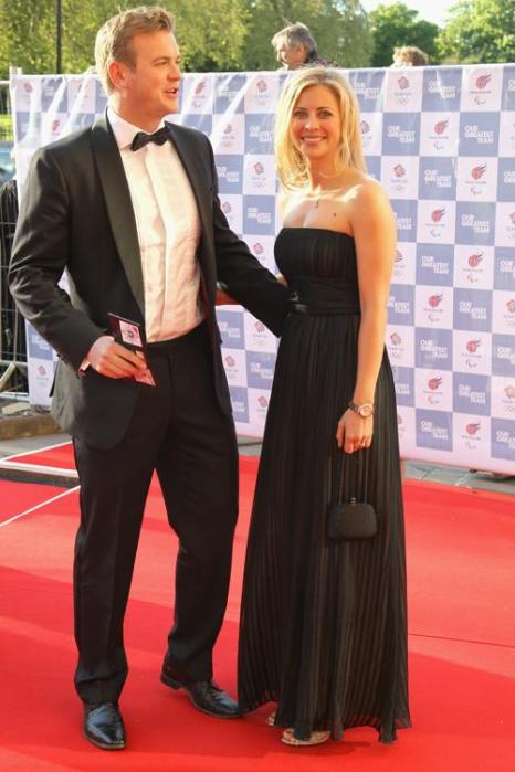 Гости на Олимпийском концерте в Лондоне. Holly Branson и гость. Фоторепортаж из  Royal Albert Hall. Фото: Alastair Grant -WPA Pool/Getty Images