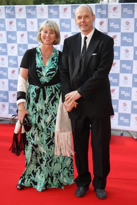 Гости на Олимпийском концерте в Лондоне. Sir Clive Woodward и гость. Фоторепортаж из  Royal Albert Hall. Фото: Alastair Grant -WPA Pool/Getty Images