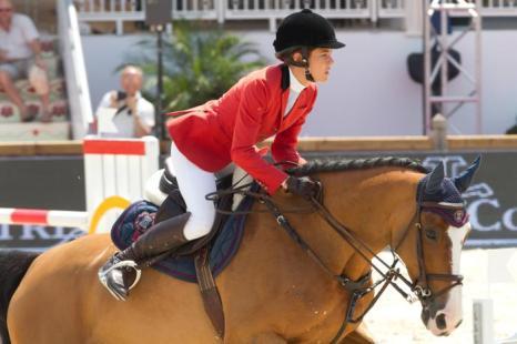 Принцесса Монако Шарлотта Казираги  на Каннском туре по прыжкам на лошади. Фоторепортаж. Фото: Marc Piasecki/Getty Images