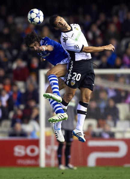 Рауль Гонсалес в матче «Шальке» -  «Валенсия». Фоторепортаж. Фото: Manuel Queimadelos Alonso/Bongarts/Getty Images