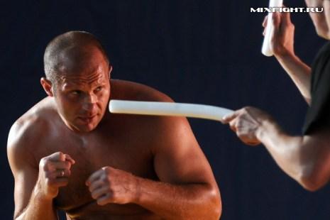 Работа на улучшение реакции. Фото с сайта mixfight.ru
