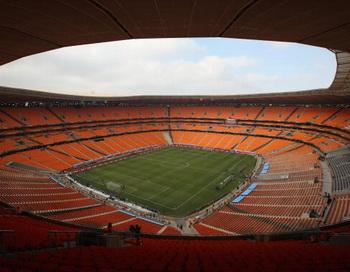 Йоханнесбург, Южная Африка - 11 июня: Общий вид стадиона Soccer City перед матчем открытия чемпионата мира по футболу.  Фото: Dan KITWOOD/Getty Images
