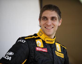 Виталий Петров стал 16-м в первых свободных заездах Формулы-1. Фото: Fred DUFOUR/AFP/Getty Images