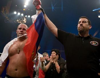 Победа Федора Емельяненко над Бреттом Роджерсом на турнире M-1 Global & Strikeforce, 7 ноября 2009 г. Фото с сайта efedor.ru
