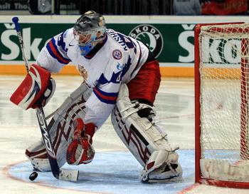 Российские ворота в полуфинале ЧМ по хоккею зашищает Кошечкин. Фото: Martin ROSE/Bongarts/Getty Images