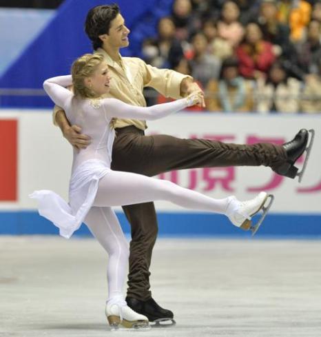Выступление пар на командном Кубке мира в Токио. Фото: KAZUHIRO NOGI/AFP/Getty Images