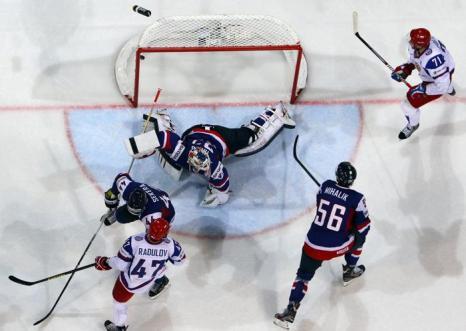 Второй гол забила российская сборная на встрече России и Словакии в матче отборочного тура ЧМ по хоккею. Фото: Martin Rose/Bongarts/Getty Images