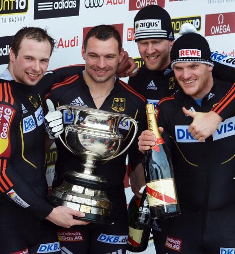 Команда Германии празднует 2 место. Фото: Lars Baron/Bongarts/Getty Images