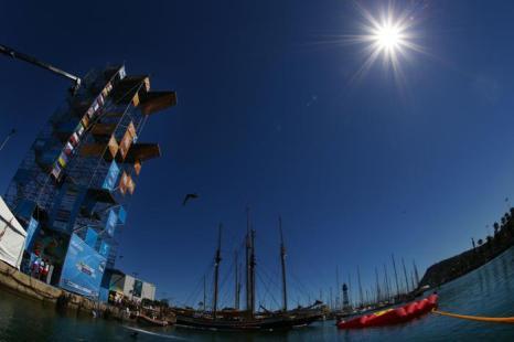 Прыгун Артём Сильченко показал второй результат в хайдайвинге в 10-й день Чемпионата мира мира по водным видам спорта 29 июля 2013 года в испанской Басрелоне. Фото: Al Bello/Getty Images