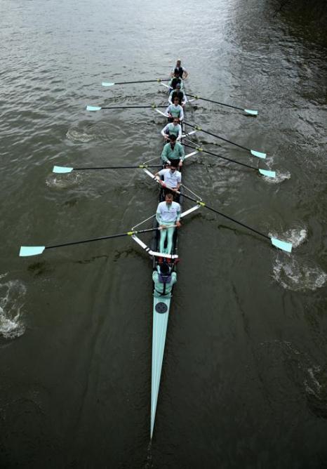 Спортсмены из Оксфорда готовятся к легендарной лодочной гонке. Фото: Richard Heathcote / Getty Images
