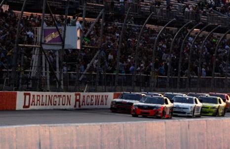 Фоторепортаж об автомобилях на королевском ралли Royal Purple 200. Фото:  Jeff Zelevansky/Getty Images for NASCAR