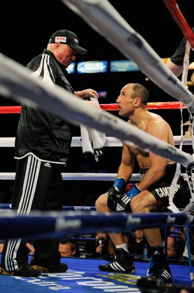 Андрэ Уорд  в боксерском турнире Super Six победил Артура Абрахама. Фоторепортаж с поединка. Фото: Kevork Djansezian/Bongarts/Getty Images