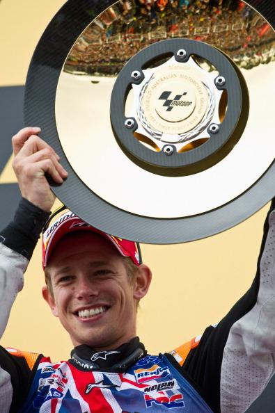 На MotoGP Австралии на треке Филлип-Айленд (Phillip Island) победил Кейси Стоунер (Casey Stoner),  Марко Симонцелли (Marco Simoncelli) и Андреа Довизиозо  (Andrea Dovizioso) заняли второе и третье место. Фото: Mirco Lazzari gp/Getty Images