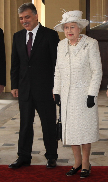 Королева Елизавета II встретилась с  президентом Турции с супругой. Фоторепортаж из Лондона. Фото: Adrian Dennis - WPA Pool/Getty Images