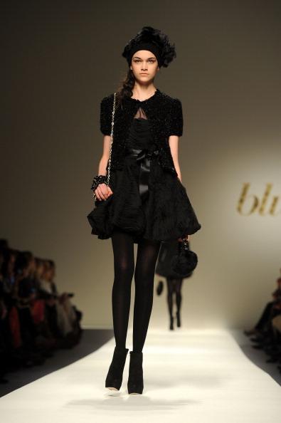 Вечерние платья из коллекции Bluegirl на показе моды в Милане. Фоторепортаж. Фото: Tullio M. Puglia/Getty Images