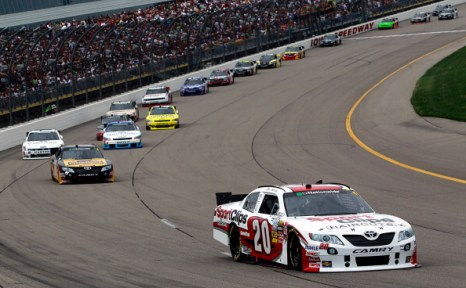 Автомобили Ford  и Dodge победили на авторалли  NASCAR.  Фоторепортаж со скоростной трассы штата Айовы. Фото: Tom Pennington/Getty Images for NASCAR
