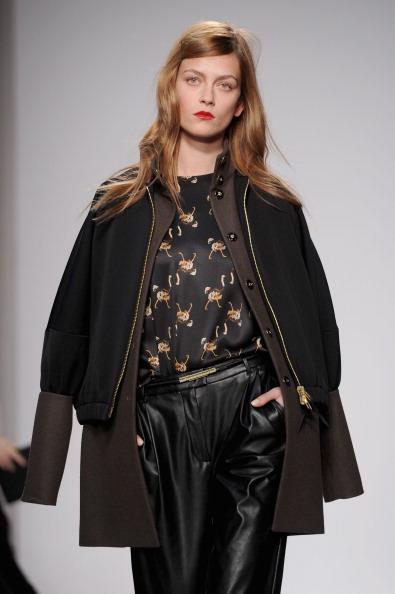 Верхняя одежда, костюмы и платья сезона осень-зима 2012/2013 от Normaluisa на показе моды в Милане. Фоторепортаж. Фото: Tullio M. Puglia/Getty Images